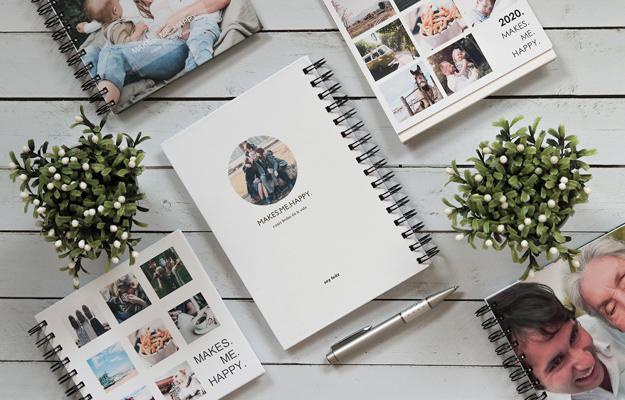 Makes Me Happy 2. Diseño de cuaderno personalizado para descargar gratis y completar con tus fotos en el soft de compu!